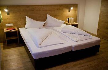 http://apart-corona-apartment-soelden.solden-hotels.com/data/Photos/Large7/401/40153/40153636.JPEG